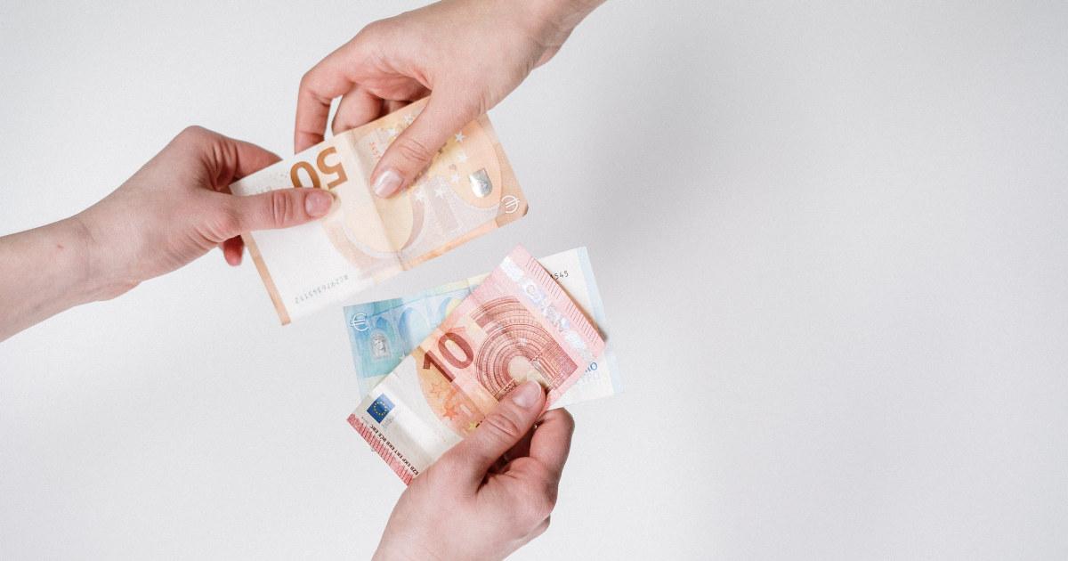 Hender som utveksler euro pengesedler